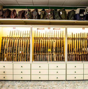 Fotos tienda de armas, accesorios y complemento para caza. Armeria sabater (Castellón)